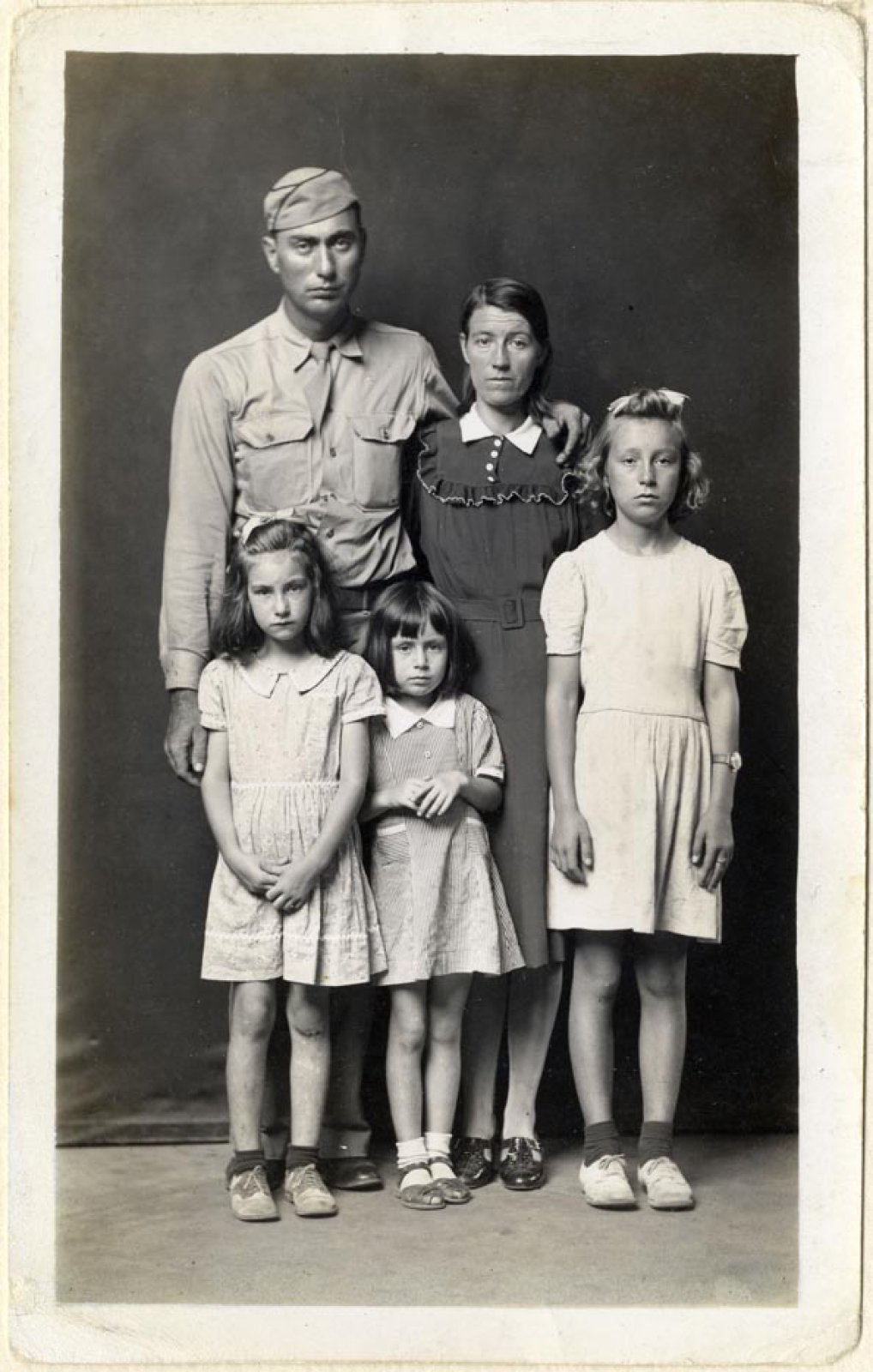 Mike Disfarmer,  Louie and Alma Ramer with their daughters Lucille, Avonell, and Faye Vintage gelatin silver print, ca. 1945  All prints courtesy of the Edwynn Houk Gallery or the private collection of Michael Mattis and Judith Hochberg