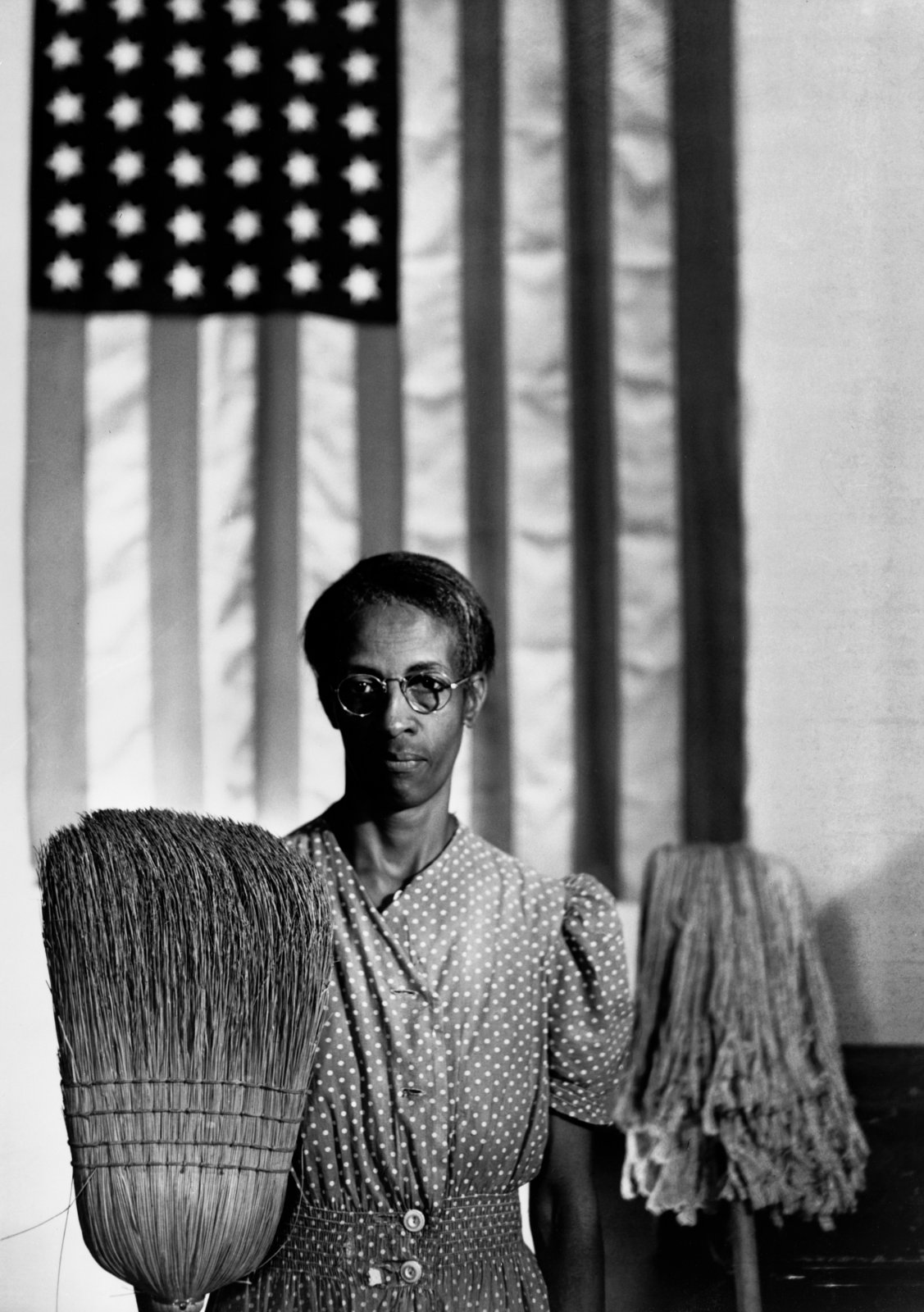 American Gothic, Washington, D.C., 1942 © Gordon Parks / Courtesy The Gordon Parks Foundation