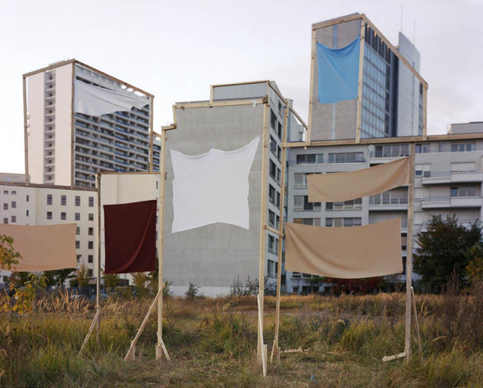 Banners, 2009 © Taiyo Onorato & Nico Krebs / courtesy RaebervonStenglin, Zurich & Peter Lav Gallery, Kopenhagen