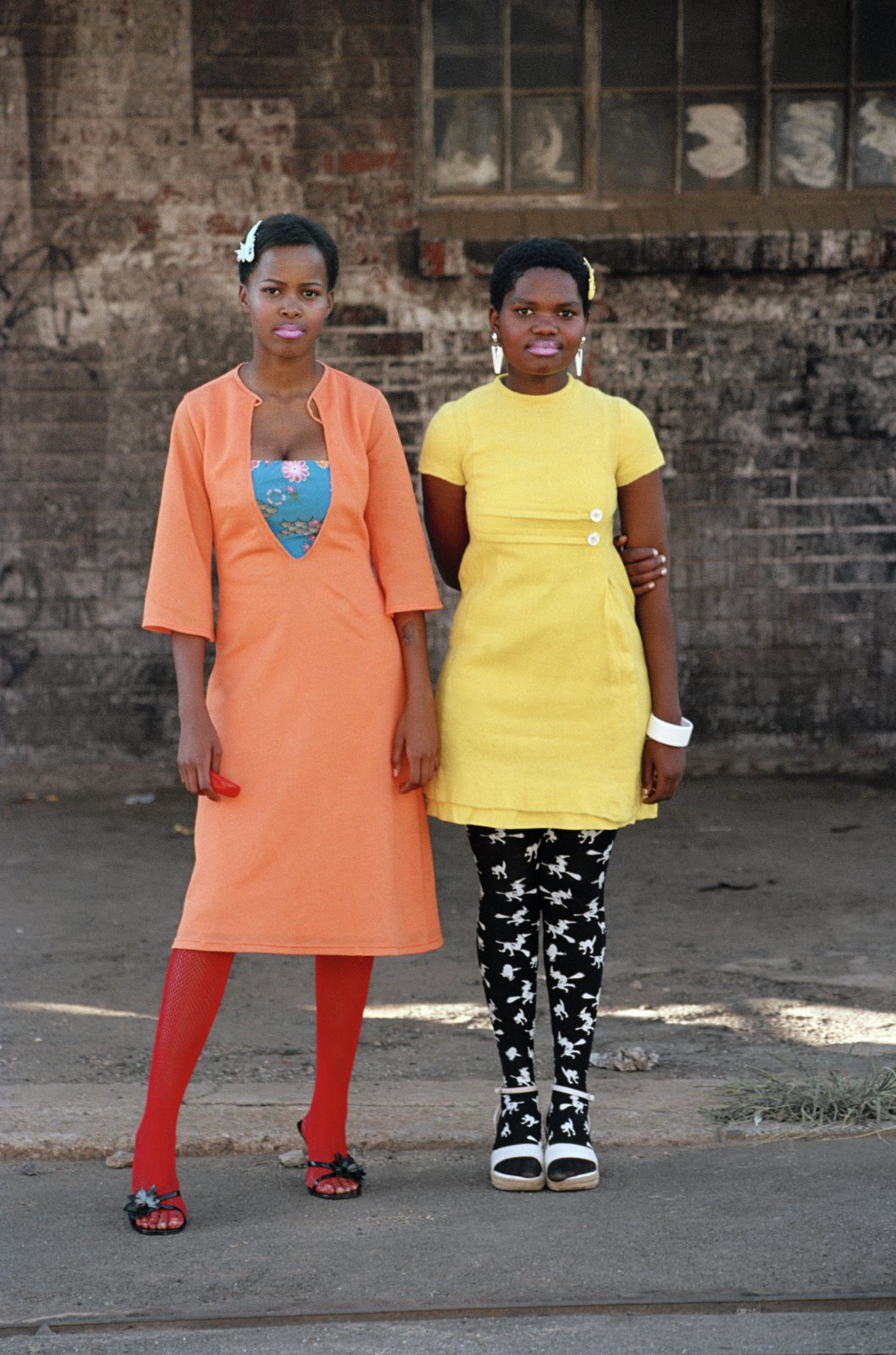 Cindy and Nkuli, 2003 © Nontsikelelo (Lelo) Veleko, courtesy The Walther Collection.