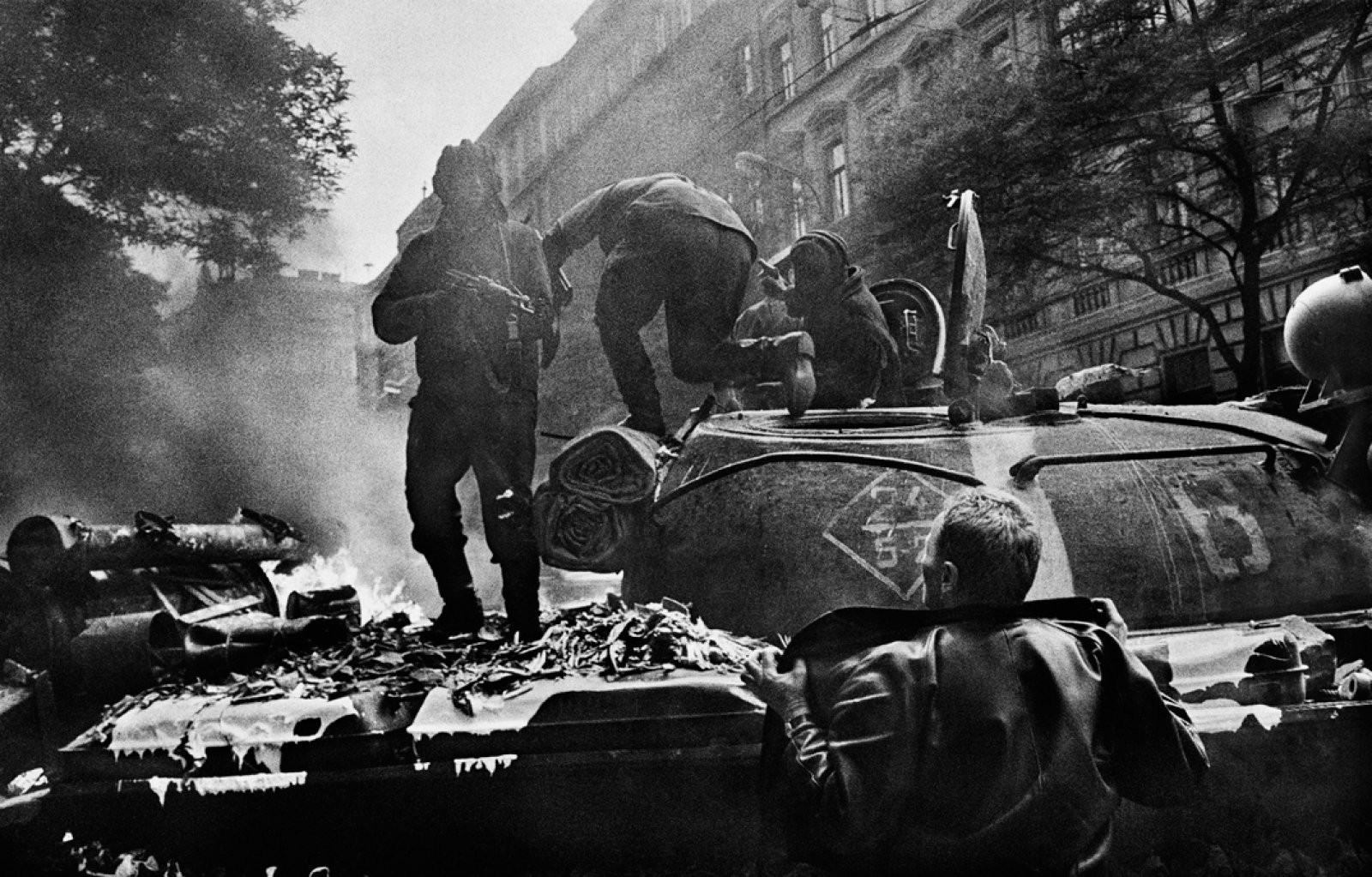 Prague Invasion. Czeschoslovaki,  August 1968 © Josef Koudelka / Magnum Photos
