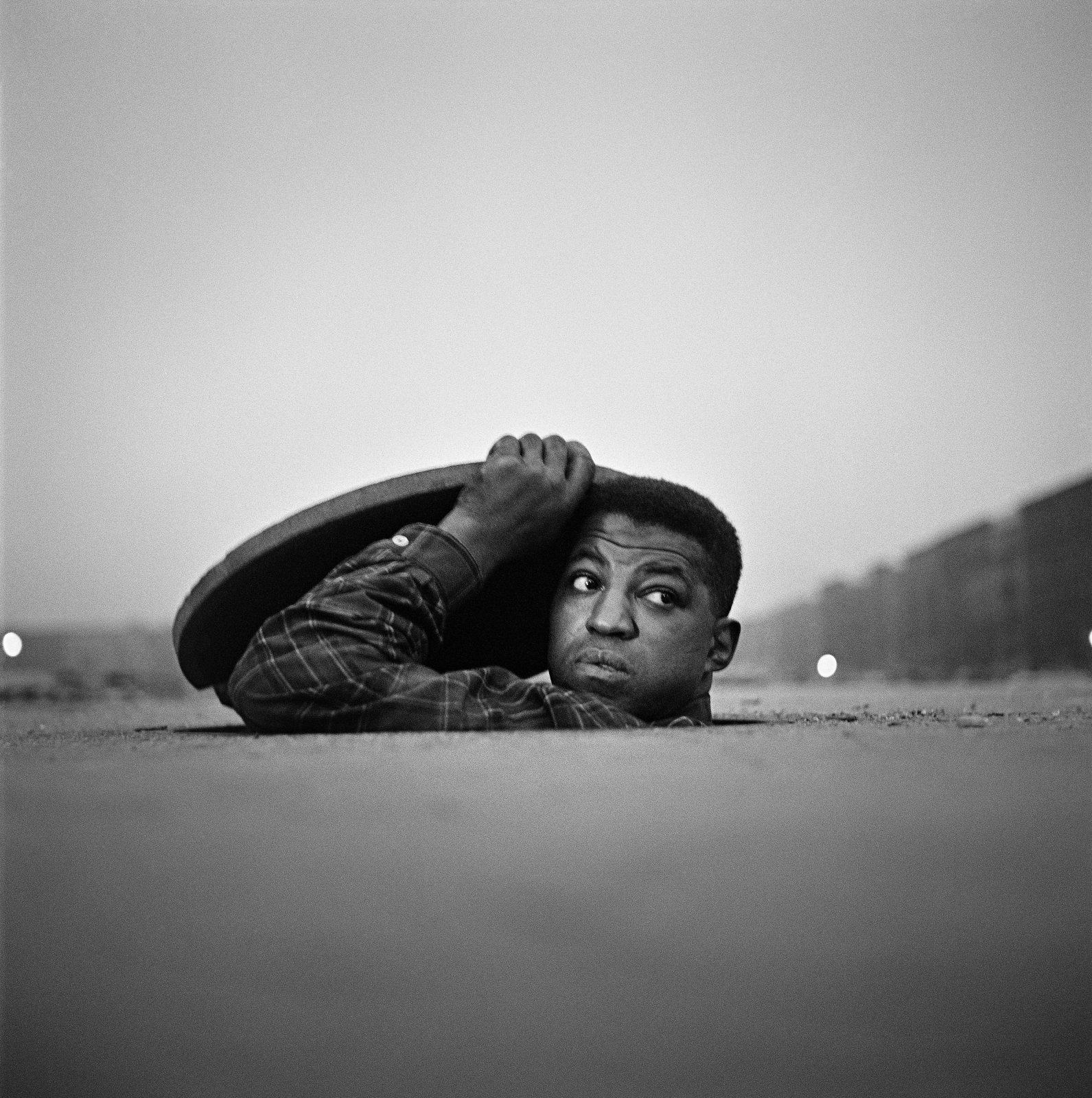 The Invisible Man, Harlem, New York, 1952 © Gordon Parks / Courtesy The Gordon Parks Foundation