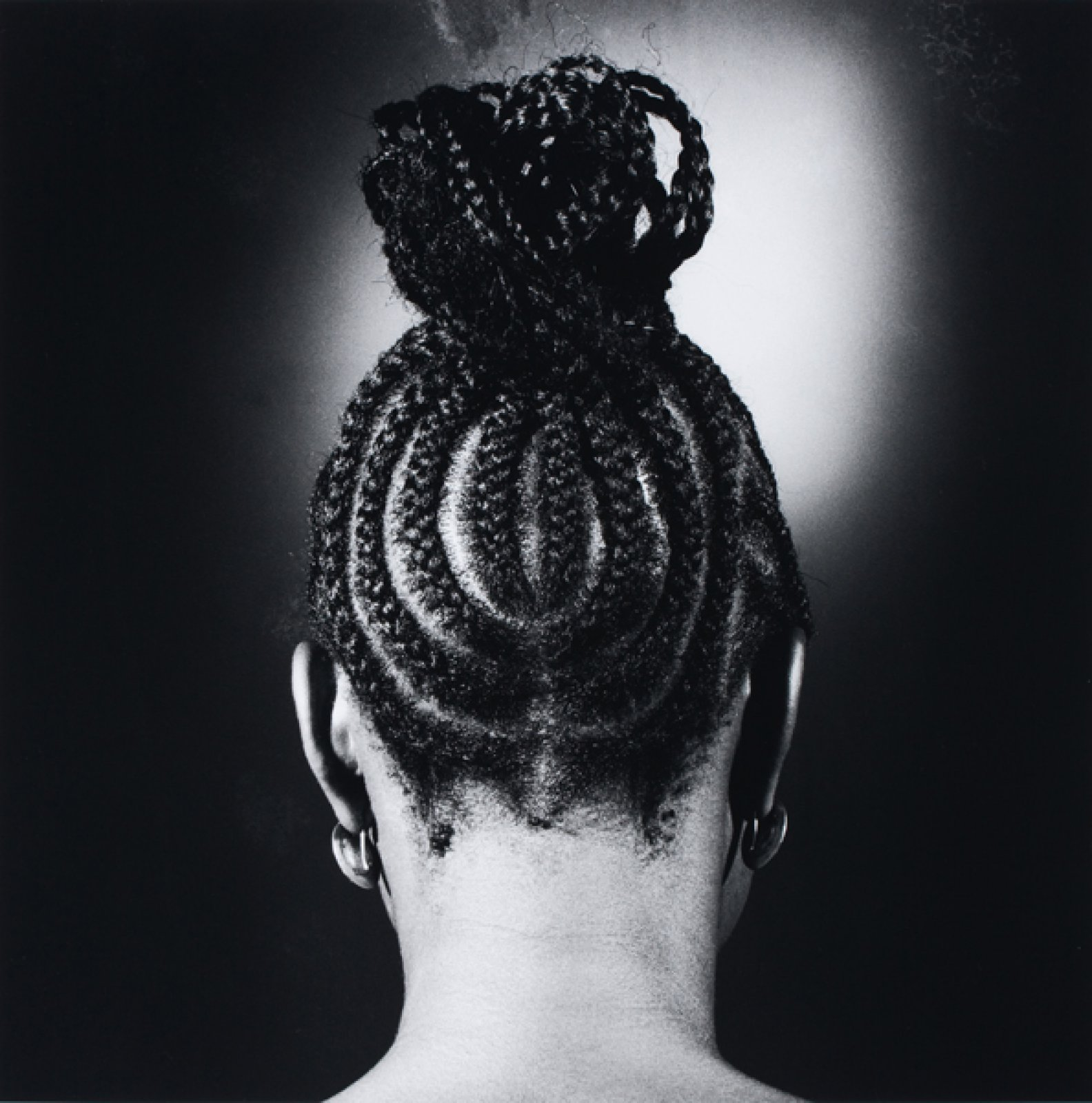 Untitled [Hairstyle], 1966-75 © J.D. 'Okhai Ojeikere. Courtesy The Walther Collection and Galerie Magnin-A, Paris .