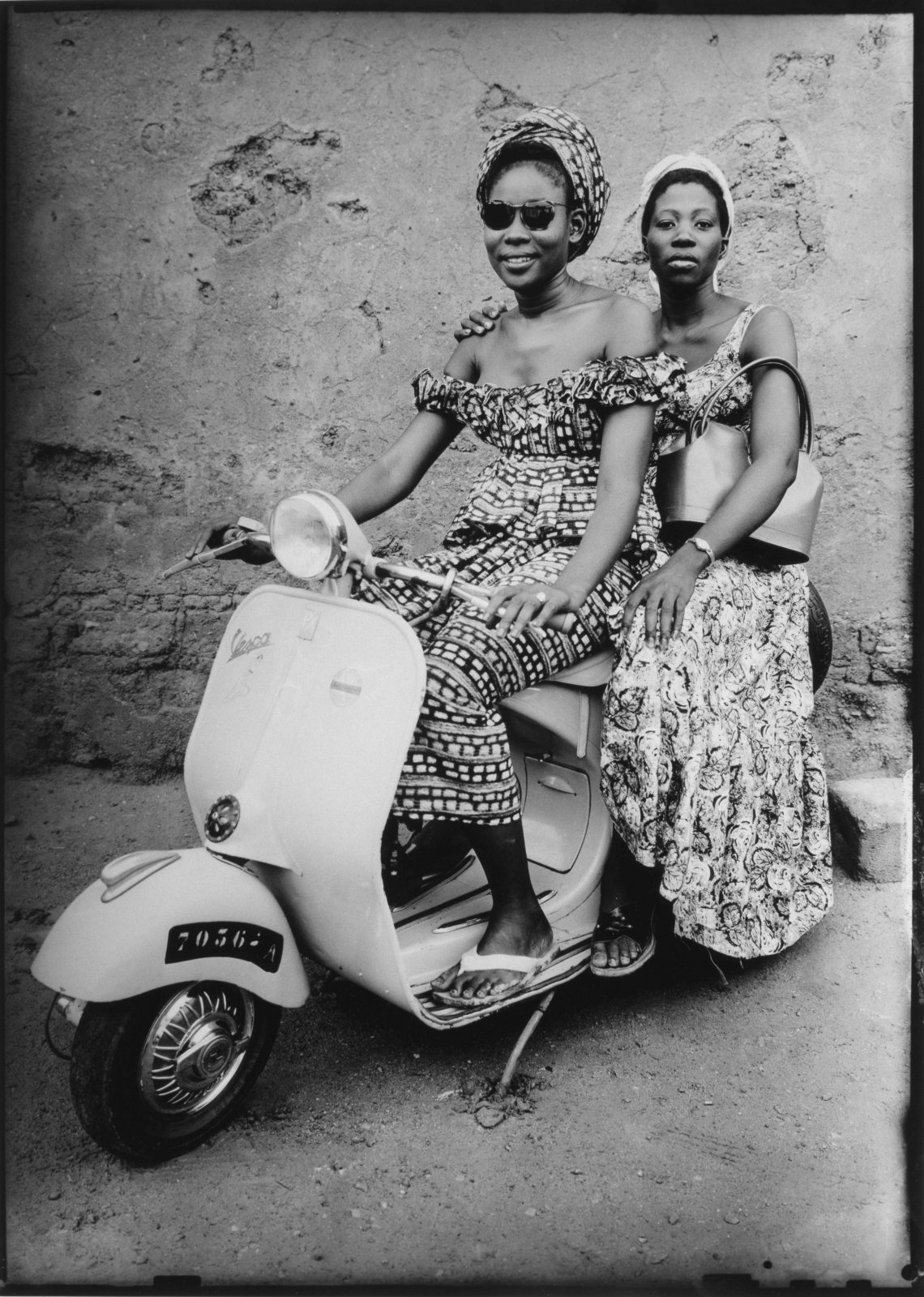 Untitled, 1957 © Seydou Keïta / SKPEAC / courtesy CAAC – The Pigozzi Collection, Geneva