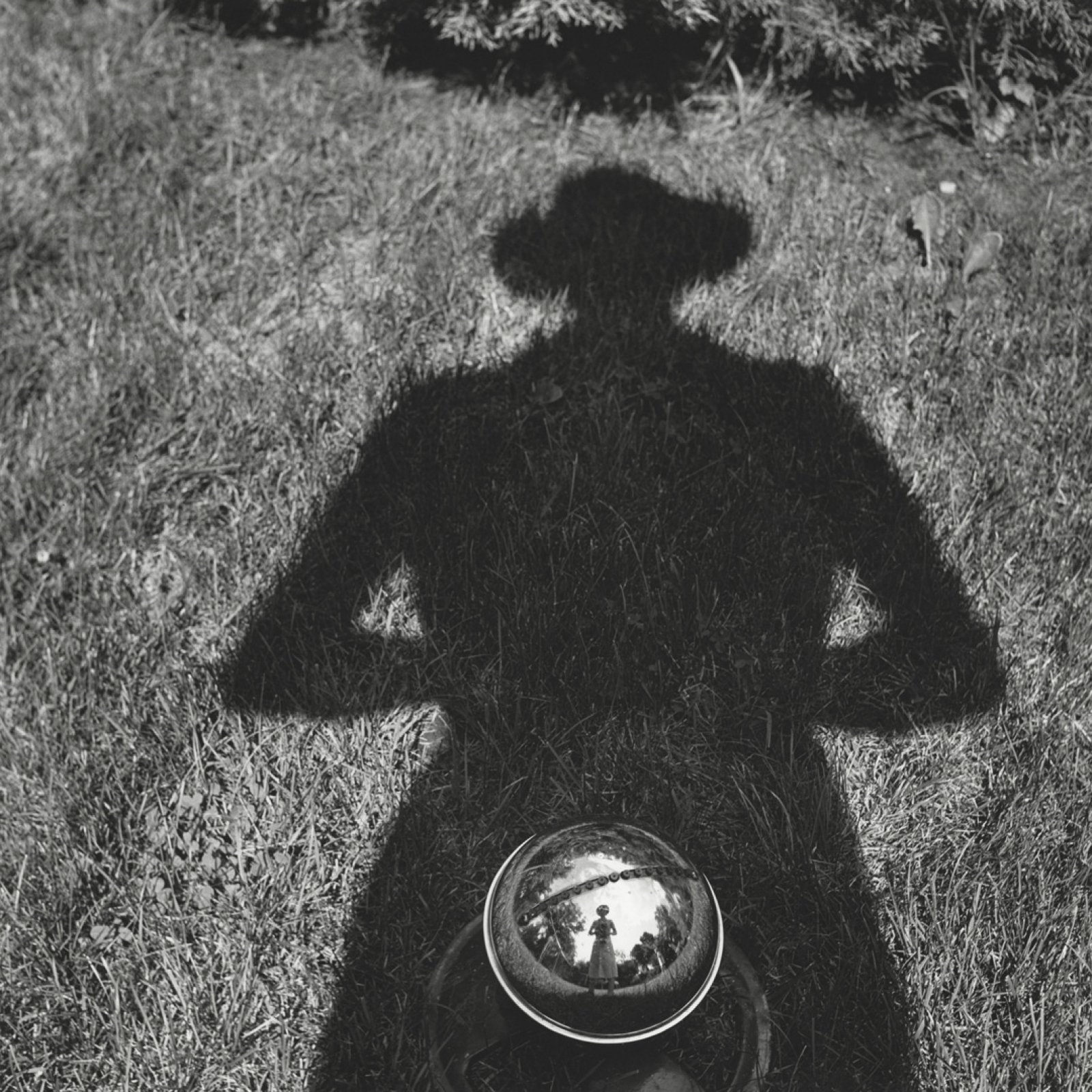 Untitled, Self-portrait, n.d. C © Vivian Maier/Maloof Collection / Courtesy Howard Greenberg Gallery, New York